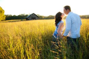Ocoee TN - Benton TN, Engagement session in field with barn